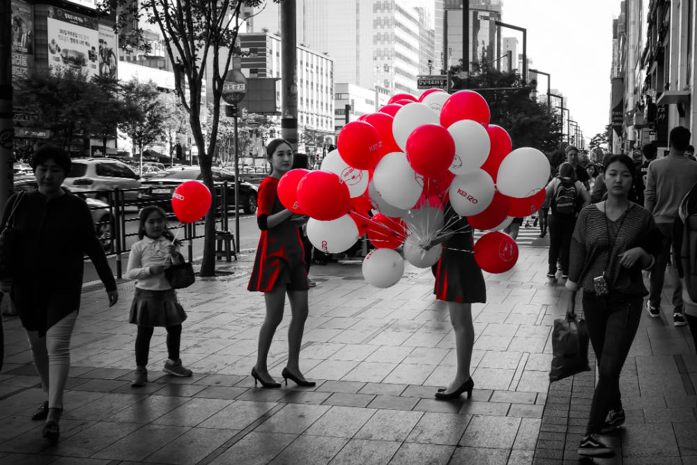 red balloons in gangnam